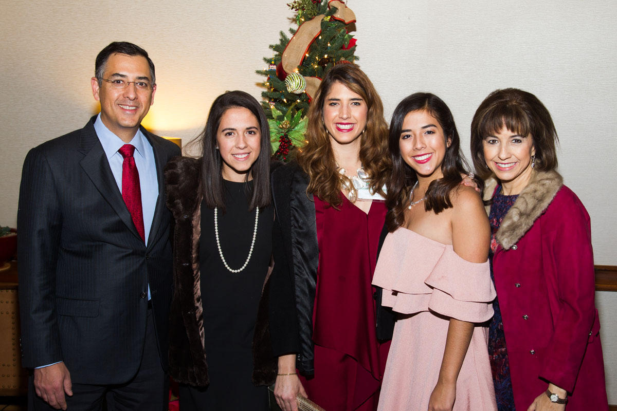 The Oscar González Barron family